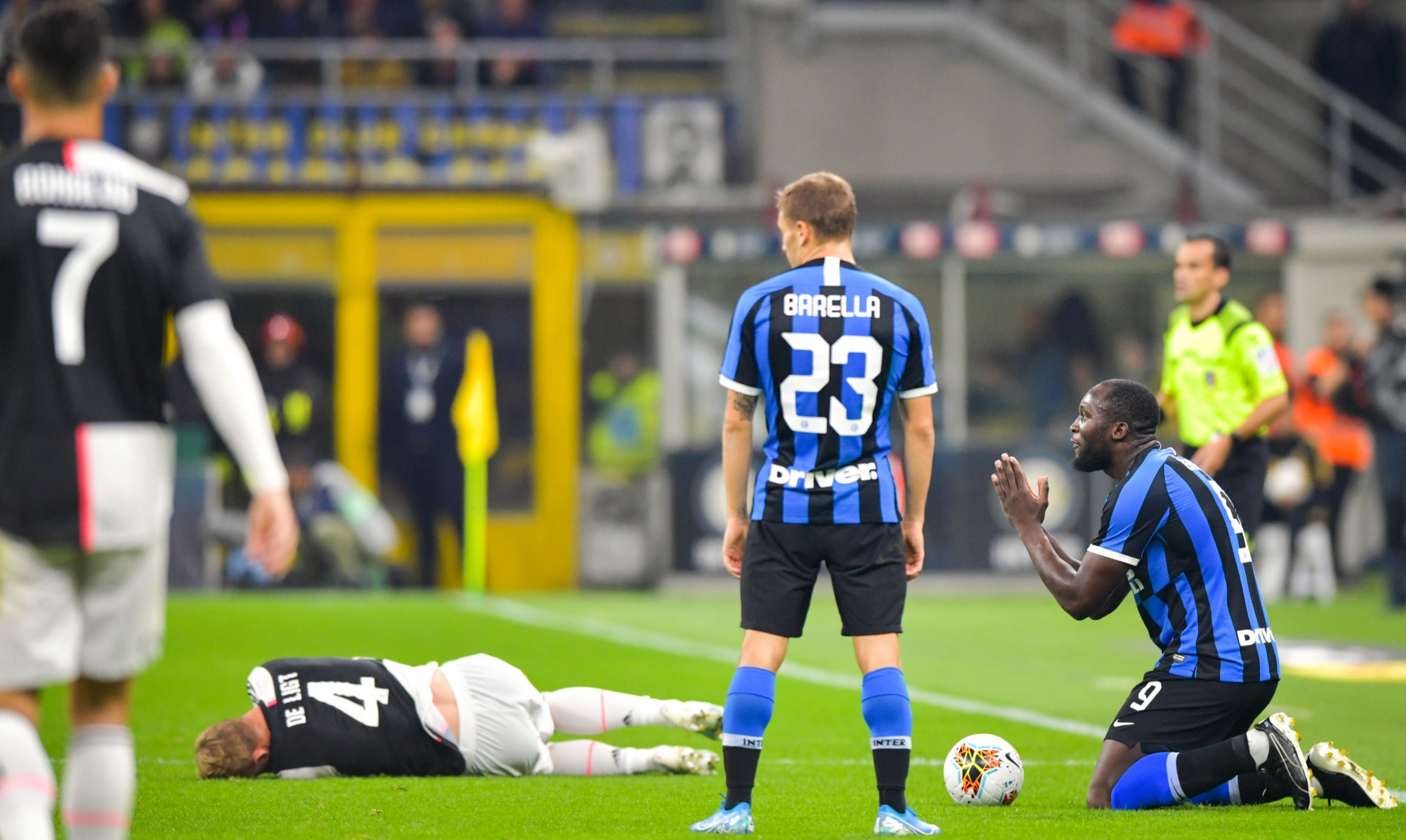 Romelu Lukaku & Cristiano Ronaldo playing the big Serie A game between Internazionale and Juventus